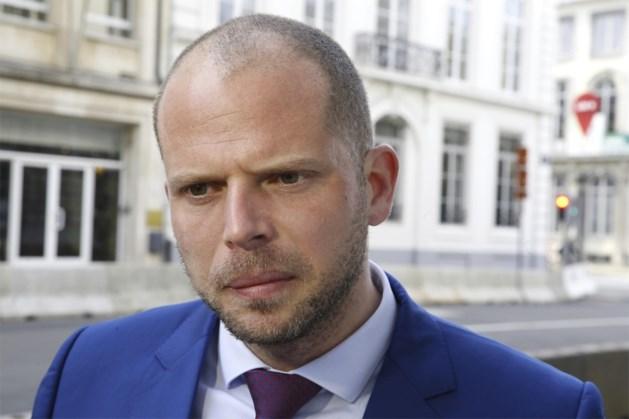 """Francken haalt uit naar voorganger: """"Hij regulariseerde criminelen bij de vleet"""""""