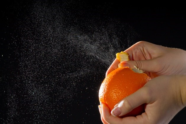 Zo wordt het pellen van een sinaasappel stukken makkelijker