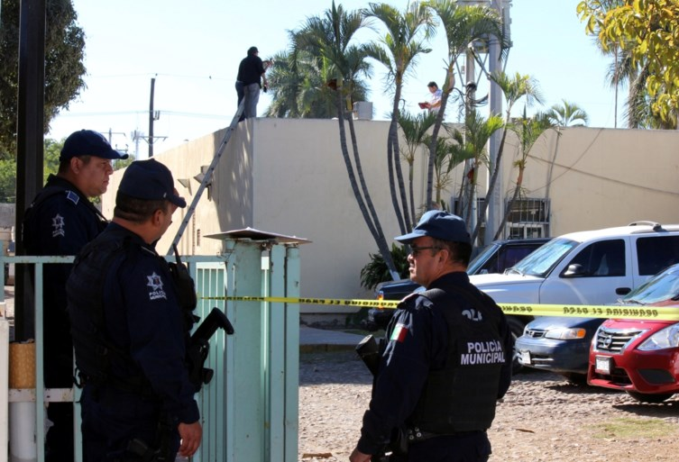 Man uit vliegtuig gegooid boven Mexicaanse stad