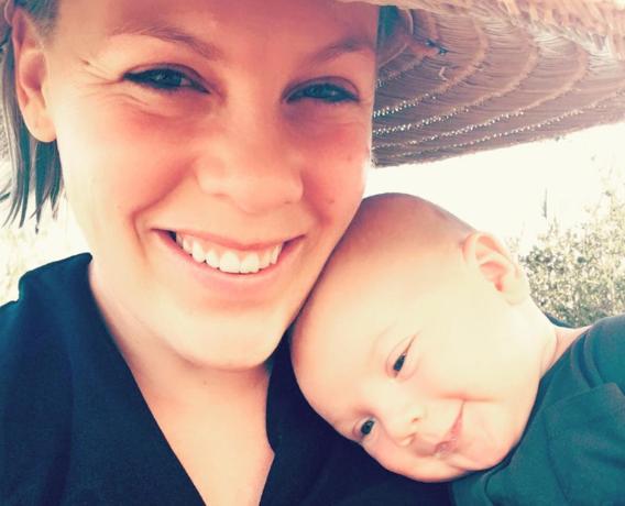 Pink geeft borstvoeding en deelt foto op Instagram