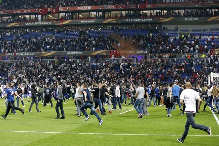 Ook kinderen werden aangevallen bij rellen tijdens Lyon - Besiktas