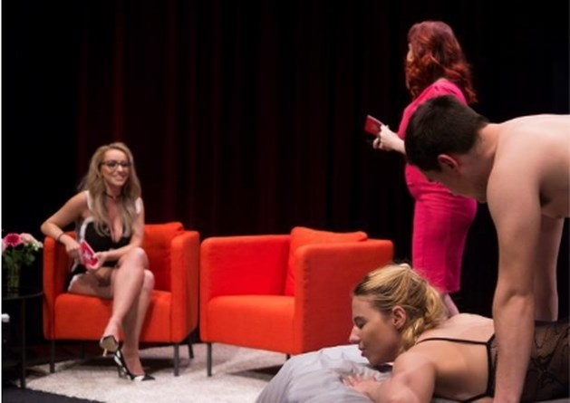 Limburgse seksuologe presenteert nieuw programma waarbij koppeltje het live in de studio doet