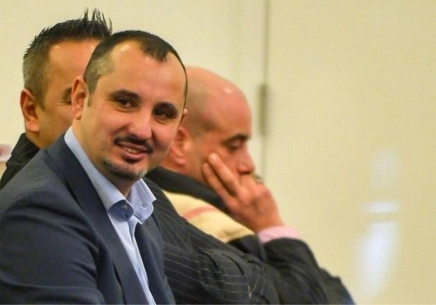 Pizzabakker uit Bolderberg krijgt ook in beroep 12 jaar cel, geboeid afgevoerd