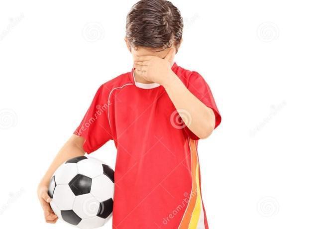 Ouders misdragen zich: 7-jarig voetballertje uit club gezet