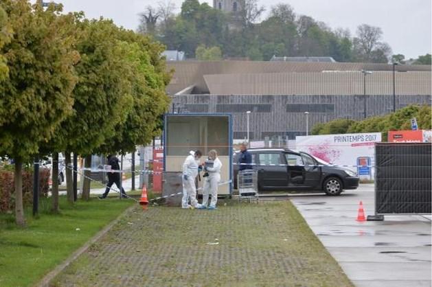 Vriendinnen vinden jonge vrouw dood terug op parking in Bergen