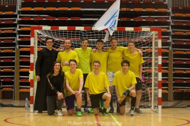 Katholieke Maten Beweging voetbalt in Brussel