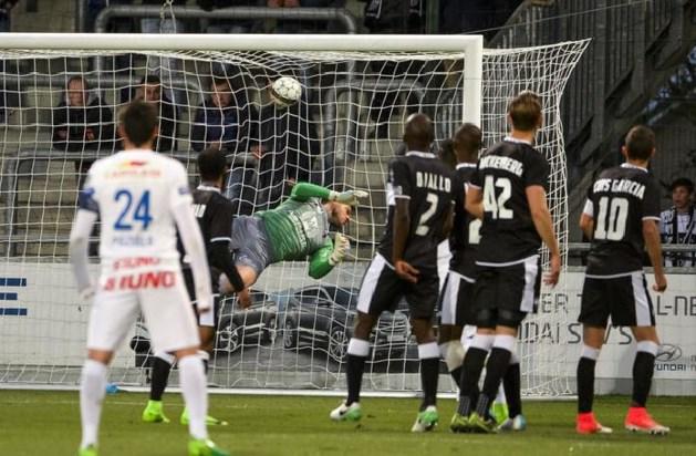 Genk verliest voor het eerst punten in play-offs na onterechte penalty