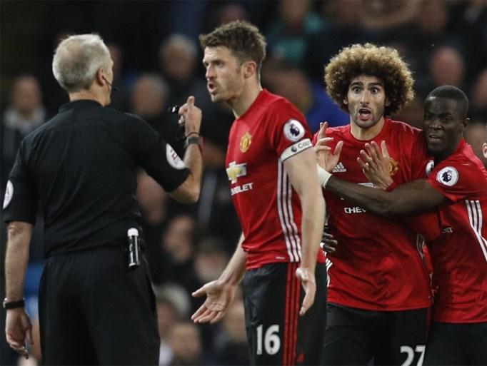 Fellaini pakt rood na kopstoot, City vergeet te scoren in ontgoochelende derby
