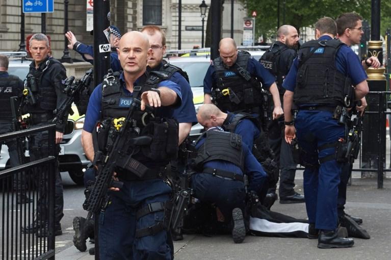 Gewapende man gearresteerd bij Brits parlement op verdenking van terreur