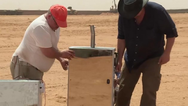 """VIDEO. Nederlander maakt water in de woestijn: """"Een enorme doorbraak"""""""