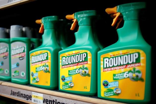 """Schauvliege wil particulier gebruik onkruidverdelger Roundup """"minstens tijdelijk"""" aan banden leggen"""