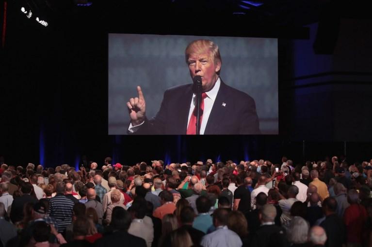 """President Trump stelt wapenlobby gerust: """"Geloof me, jullie zijn mijn vrienden"""""""