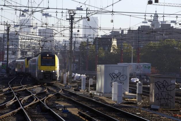 Brand legt treinverkeer in Brussel lam