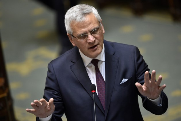 Minister Peeters verwerpt beperking werkloosheidsuitkeringen in de tijd