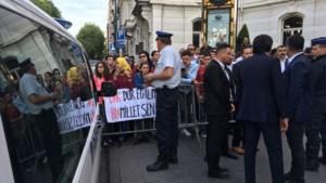 Erdogan onder luidkeels gejoel verwelkomd door Belgische supporters