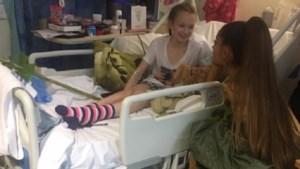 """Ariana Grande bezoekt gewonde fans aanslag Manchester: """"Dit betekent zoveel voor ons"""""""