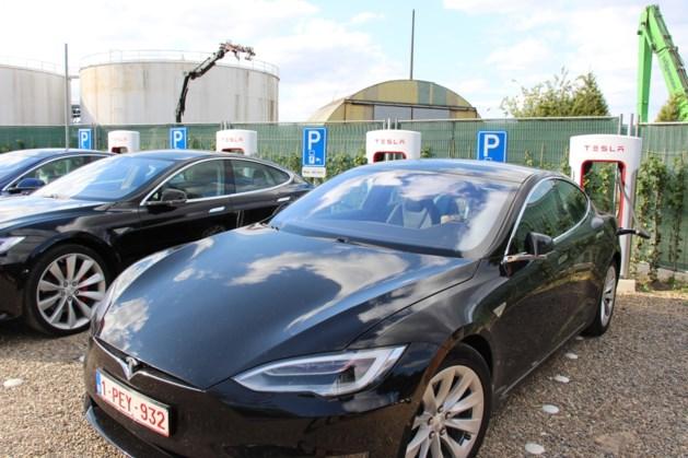 Tesla opent eerste Belgische snellaadstation op zonne-energie in Heusden-Zolder
