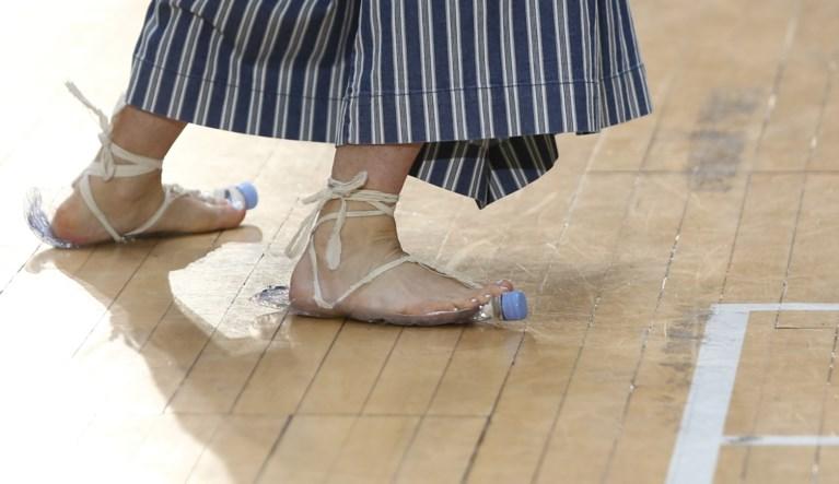 """Bekend modeontwerpster roept op: """"Stop met kleren kopen"""""""
