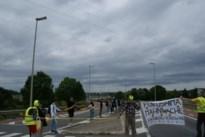 Greenpeace Limburg in mensenketting van 'Stop Tihange'