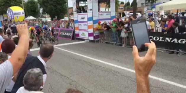 Hannah Barnes wint eerste massaspurt in Giro Rosa