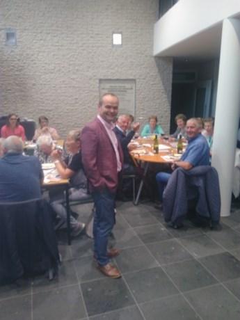 Bejaardenclub Vinkenhof houdt gezellige barbecue