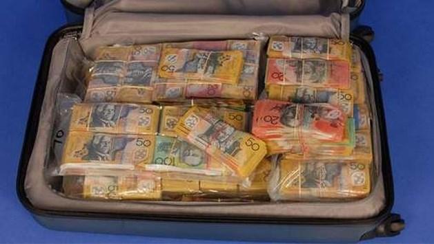 """""""Oeps, verloren!"""" Politie op zoek naar eigenaar van koffer ter waarde van meer dan 1 miljoen euro"""