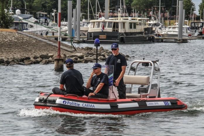 Politie controleert op Maasplassen