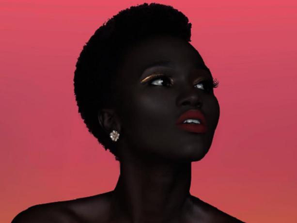 Ze werd gevraagd of ze haar huid lichter zou maken, maar dit model bijt van zich af