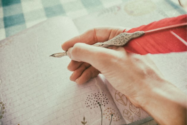 Tiener vindt gedicht van haar overleden oma, de titel deed haar in tranen uitbarsten