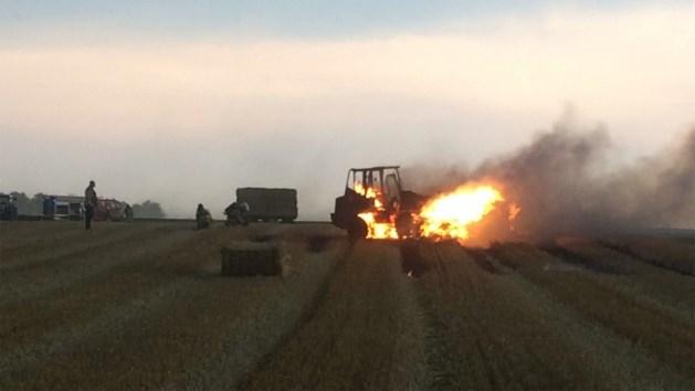 Tractor brandt uit op veld in Riemst
