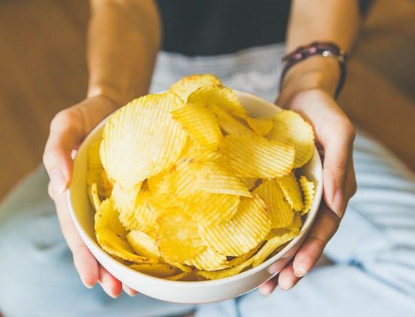 Daarom eet jij die zak chips altijd in één keer op