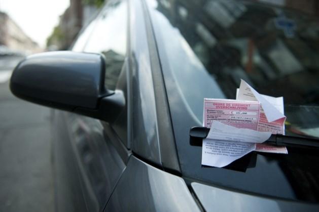 Bestuurder is autosleutels kwijt, maar parkeerwachter toont geen medelijden