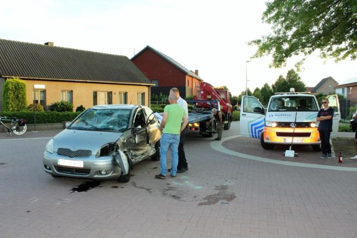 Auto over de kop op Rozendaal