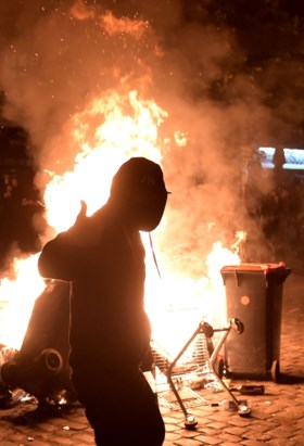 Hamburg herschapen tot oorlogsgebied na drie dagen van rellen