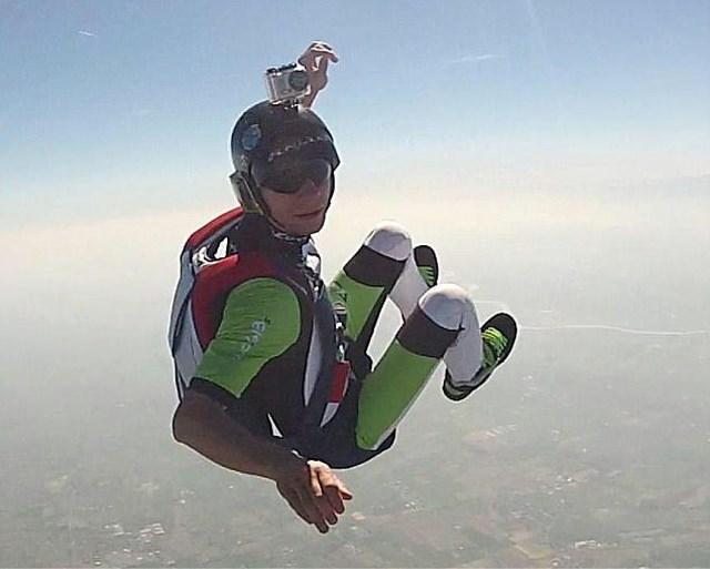 """""""Ik ga mijn parachute niet openen"""", stuurde deze ervaren skydiver naar zijn vrouw voordat hij op het vliegtuig stapte"""