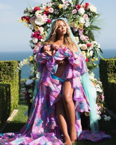 Beyoncé toont haar tweeling aan de wereld