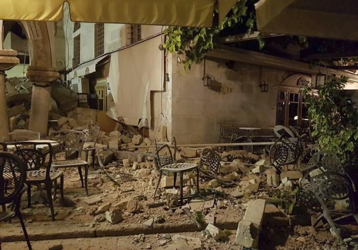 Zware aardbeving nabij Turkse en Griekse vakantieoorden: twee doden en 120 gewonden