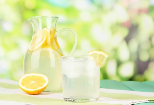 """Meisje (5) met limonadekraampje krijgt 200 euro boete voor """"illegale verkoop"""""""