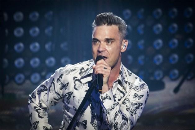 Robbie Williams eet terwijl hij slaapt