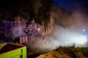 Brandweer laat brand in grotten van Kanne gecontroleerd uitbranden, blussen is te gevaarlijk