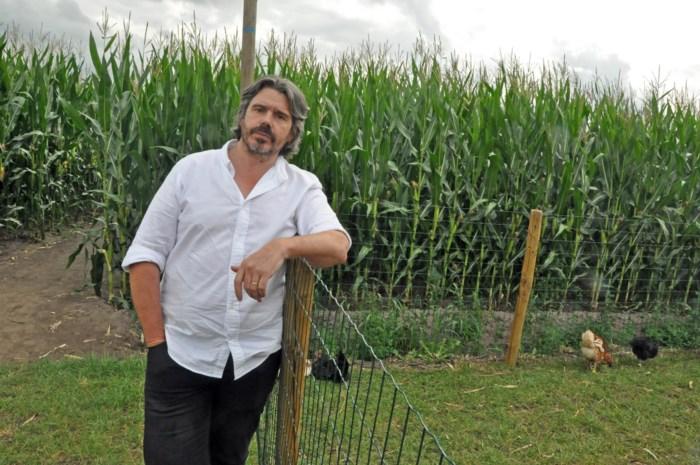 Koen Vanmechelen opent Peers maïsdoolhoof officieel
