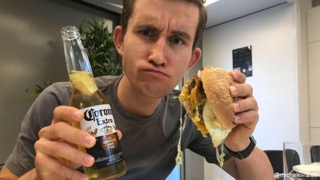 De boog kan niet altijd gespannen staan: Tour renners genieten van burgers en bier