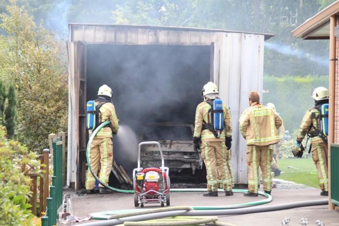 Batterijlader elektrische auto ontploft in garage