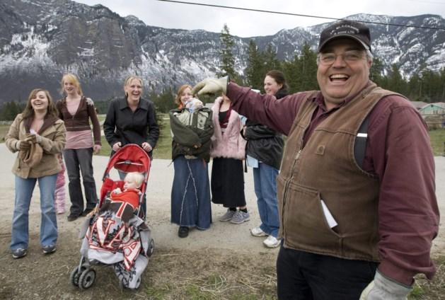 Deze man heeft 25 vrouwen en 145 kinderen, maar het duurde 27 jaar om hem te veroordelen voor polygamie