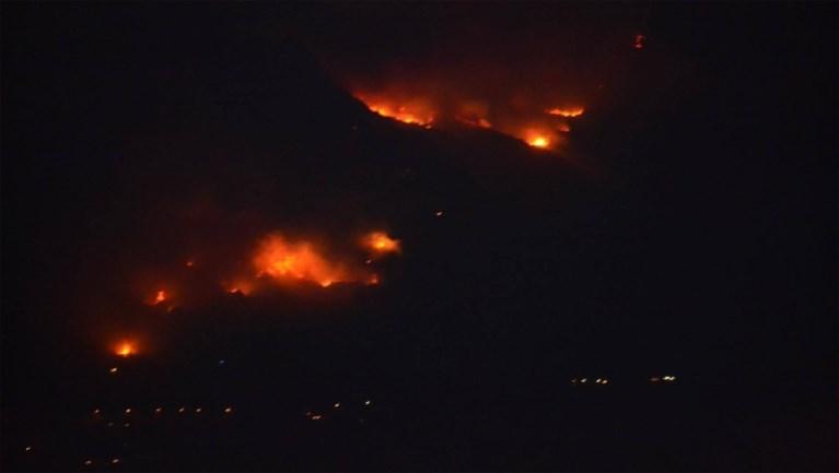 "Limburgers getuige van bosbrand Corsica: ""Mama de berg staat in vuur"""