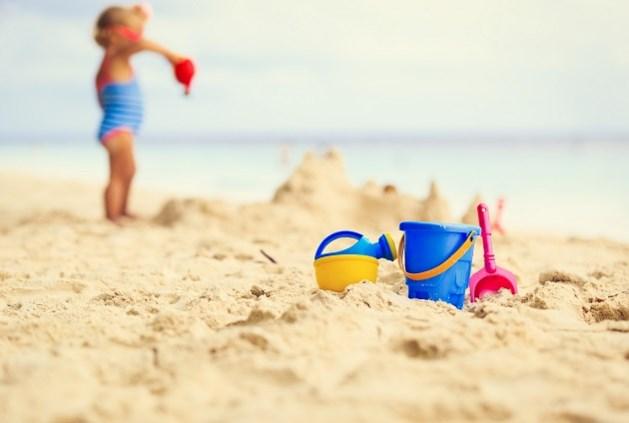 Kinderen vol zand na een dagje strand? Zo los je dat op