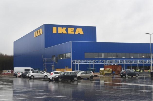 Drie Nederlanders krijgen 12 en 15 maanden voor stelen van aanhangwagens op parking Ikea
