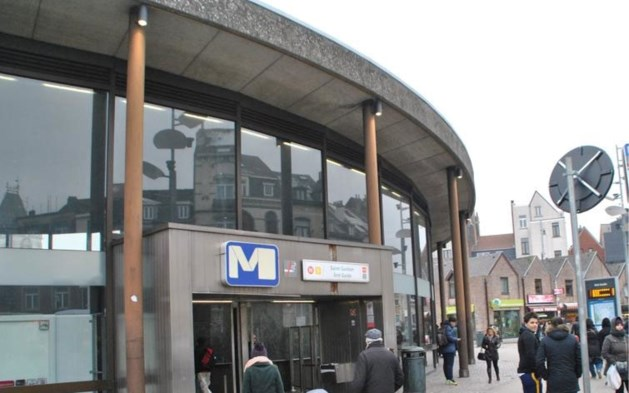 Dertiger omgekomen na val van roltrap in Brussels metrostation