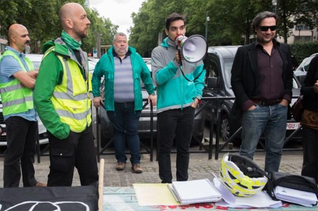 Koeriers van Deliveroo protesteren voor betere werkomstandigheden