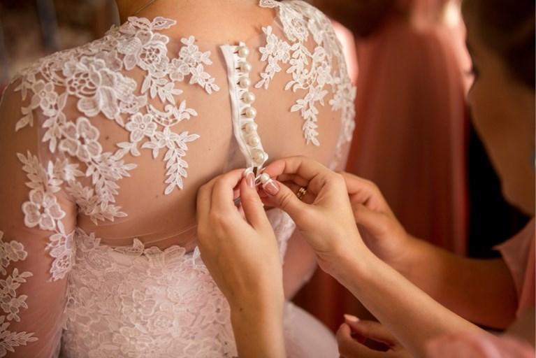 """Bruidsmeisjes onthullen de verschrikkelijke eisen van hun bruid: """"Ik mocht niet meer naar het huwelijk komen omdat ik te knap was"""""""